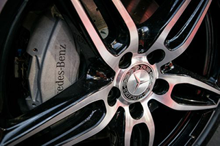 Close up picture of wheel and brakes of a Mercedes Benz